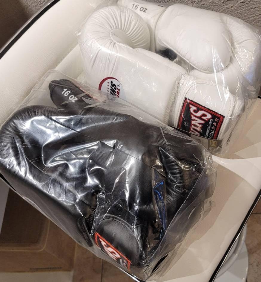キックボクシングの新しい道具を調達しました!